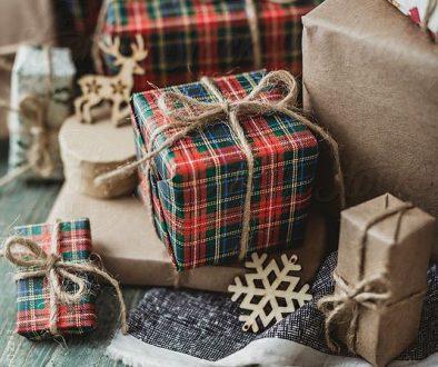 festive wrapping-stcoksy.com