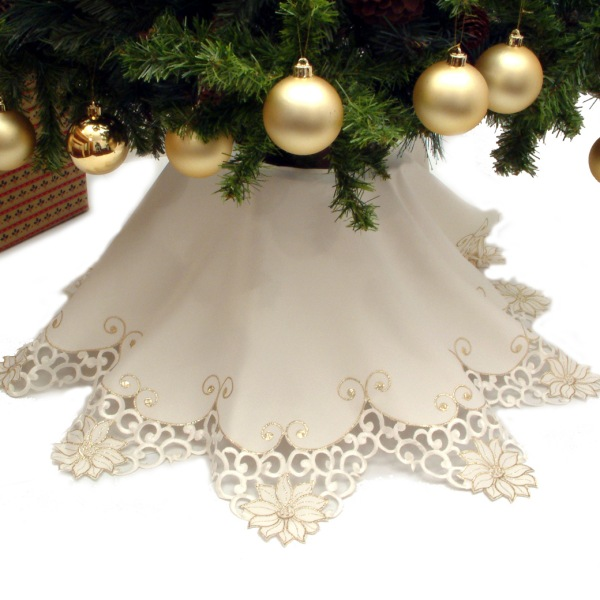 Peggy wilkins accord design white silver christmas tree for Accord design decoration