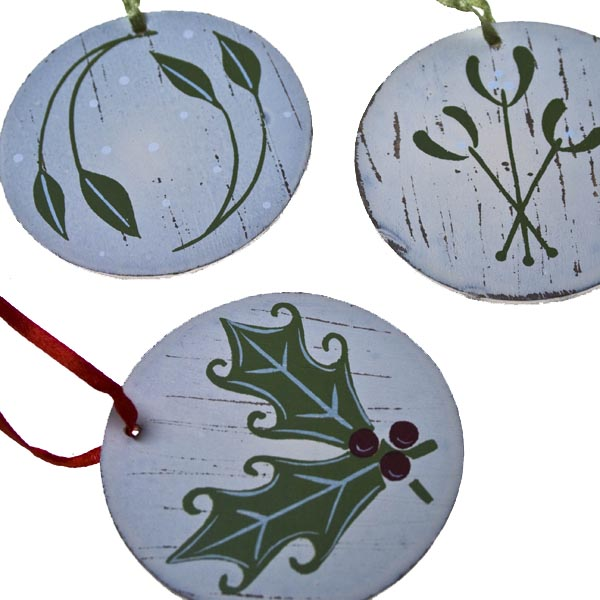Birchcraft Wooden Christmas Decoration Rustic Collection - Set of 3 x 6.5cm Berries & Leaves Hanging Decorations